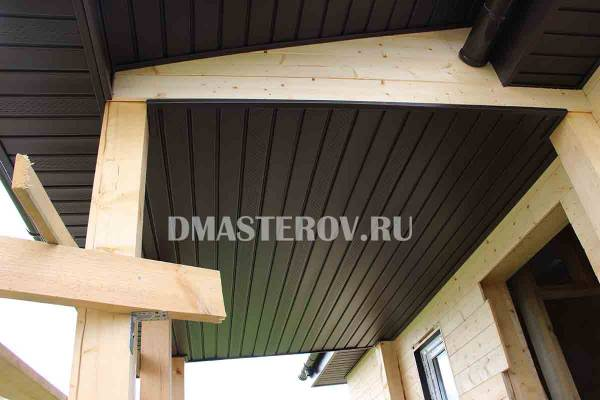 Отделка потолка террасы потолочными панелями