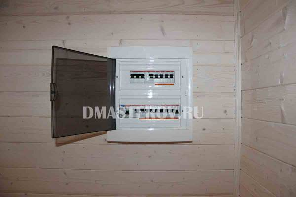 Установка электрощитка в каркасном доме
