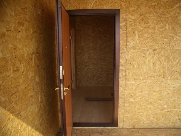 Фото на входную металическую дверь в базовой комплектации