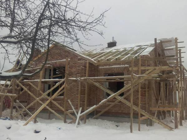 Установили строительные леса и начали монтаж