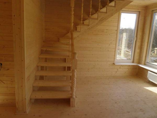 Чистовая лестница после монтажа