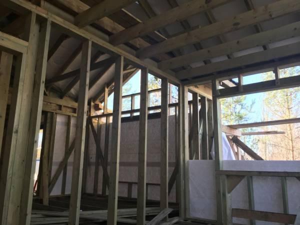 Вид изнутри на каркасный дом, без утепления