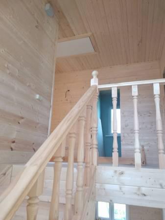 Установлена чистовая межэтажная лестница