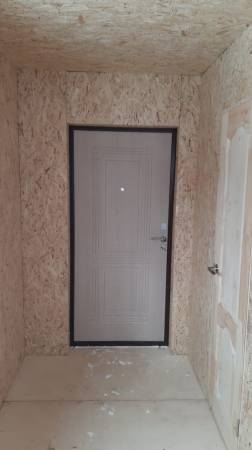 Установлена входная металлическая дверь с зимним утеплением