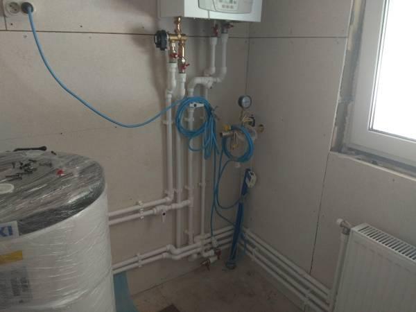 Произведена разводка систем отопления и водоснабжения