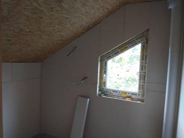 В санузлах на стенах смонтированы гипсоволокнистые листы (ГВ