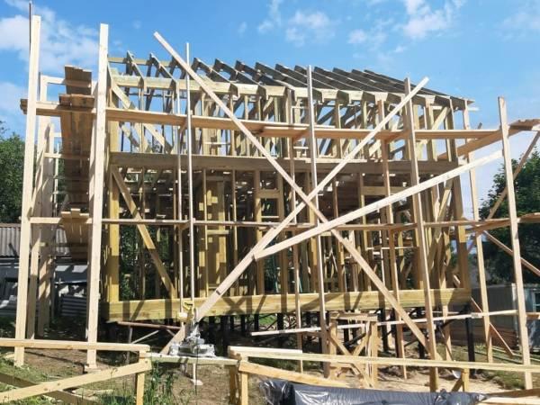 Фундамент - винтовые свай участок строительства с перепадом