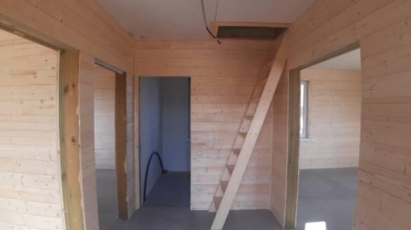 потолке выполнен утепленный люк