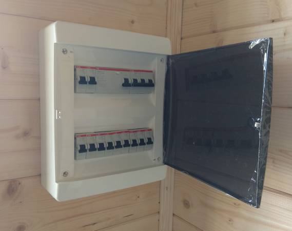 В доме выполнен скрытый монтаж электропроводки