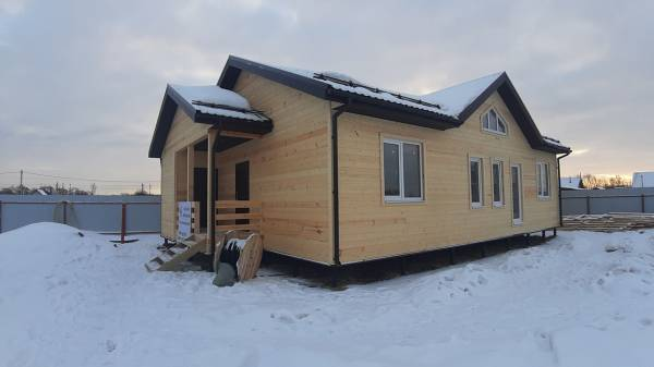 Одноэтажный каркасный дом с устройством второго света в зоне