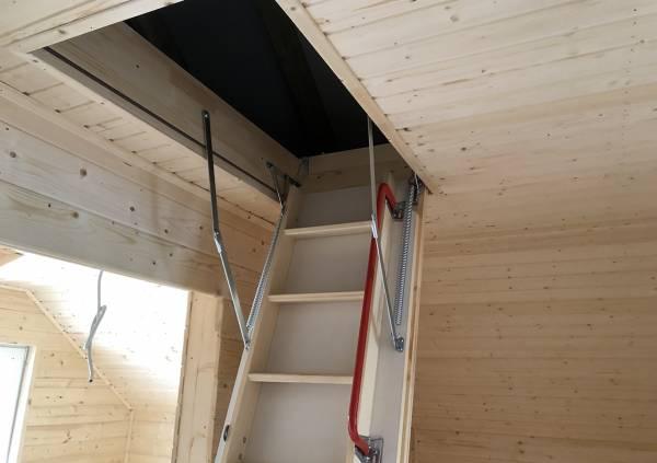 установлена утепленная чердачная лестница