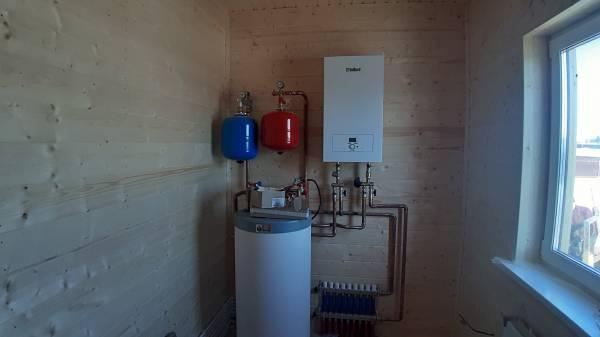 Установлено оборудование для отопления каркасного дома